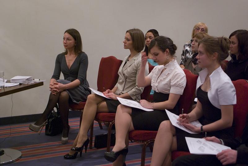 публикуются девушки на конференции в юбке внезапно мой член